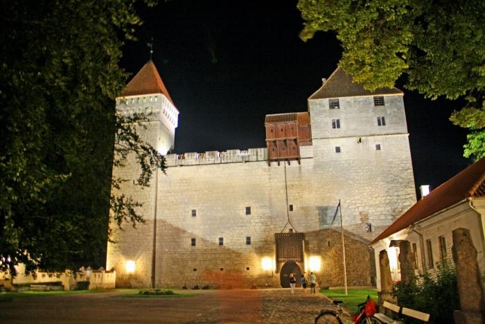 Средневековый замок в городе Курессааре на острове Сааремаа (Эстония)