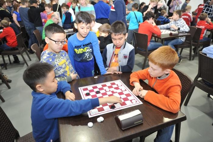 Первенство России по русским шашкам среди младших возрастов 2017 Около 250 участников из 29 регионов России