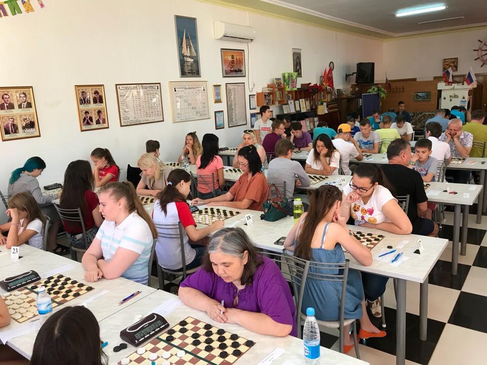 Стартовал Чемпионат России по стоклеточным шашкам